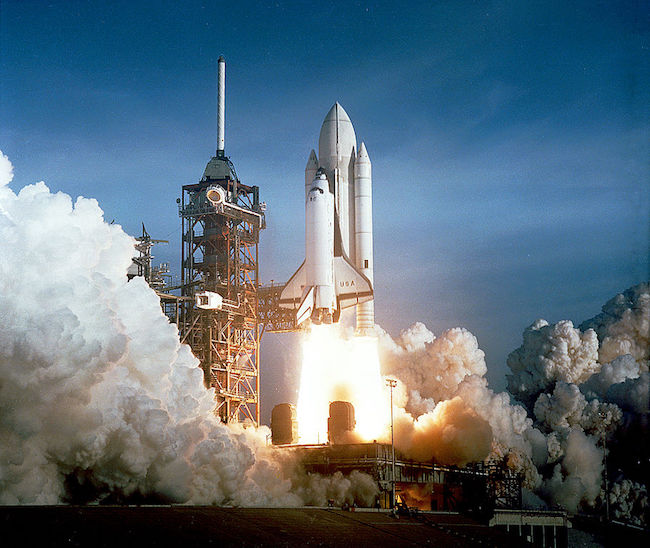Peluncuran pesawat ulang alik Columbia (STS 1) dari Cape Canaveral. Kredit: NASA