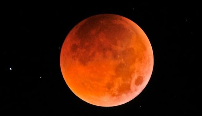 Gerhana Bulan Total yang dipotret dari Lampung. Kredit : Jeff Teng
