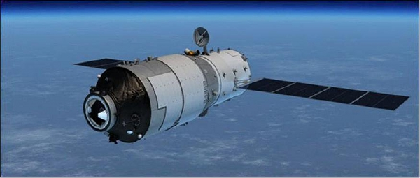 Gambar 1. <em>Tiangong-1</em> di orbitnya, dalam gambaran artis yang dipublikasikan badan antariksa nasional Cina. Nampak pintu labuh dengan sistem penambat APAS di sisi kiri, tempat taikonot memasuki prototip stasiun antariksa ini. Raksasa seberat 8,5 ton inilah yang akan jatuh kembali ke Bumi secara tak terkendali pada awal April 2018 kelak. Sumber: CNSA, 2011.