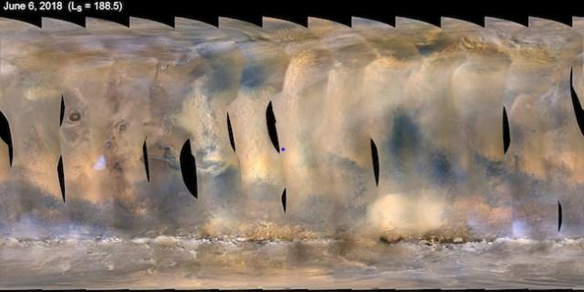 Peta global Mars yang memperlihatkan badai debu di planet merah tersebut pada tanggal 6 Juni 2018. Titik biru merupakan lokasi Opportunity. Kredit: NASA/JPL-Caltech/MSSS