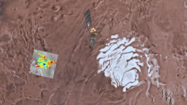 Mars Express menemukan danau air asin pada kedalaman 1,5 km di area Planum Australe. Kredit: USGS Astrogeology Science Center, ASU