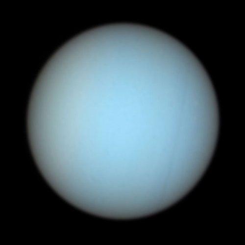 Uranus yang dipotret Teleskop Hubble. Pengamatan Uranus dari  Bumi dengan teleskop kecil hanya memperlihatkan planet ini sebagai objek titik. Kredit: NASA/ESA dan Erich Karkoschka, Universitas Arizona