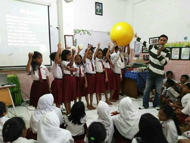Kegiatan 100 Jam Astronomi oleh Surabaya Astro Club. Kredit: SAC