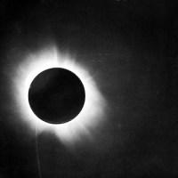 100 Tahun Pengamatan Eddington: Bukti Awal Relativitas Umum