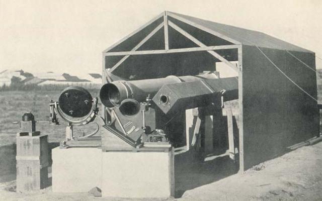 Situs pengamatan di Sobral, Brasil. Foto ini adalah foto teleskop yang digunakan ketika mengamati GMT 1919 di Sobral. Kredit: Charles Davidson / The Royal Observatory Greenwich