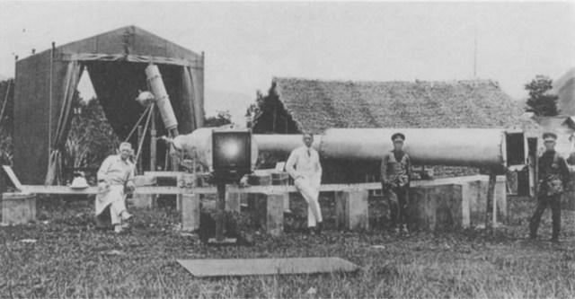 Foto total pengamatan gerhana matahari pada tahun 1929 di Sumatra oleh Erwin Freundlich. Kredit: Erwin Finlay Freundlich