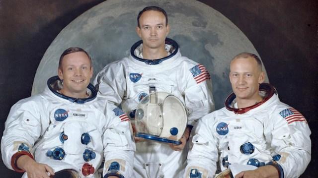 Kru Apollo 11. Dari kiri ke kanan: Neil A. Armstrong, Michael Collins, dan Edwin E.