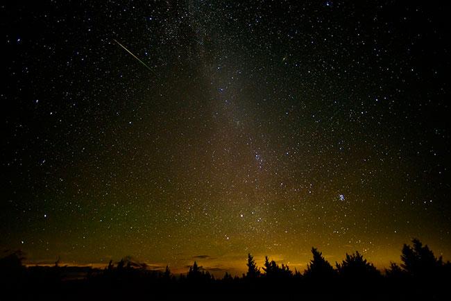 Hujan meteor Perseid 12 Agustus 2016 dari Spruce Knob, West Virginia.. Fotografer: Bill Ingalls / NASA The Commons.