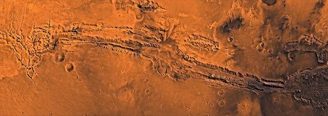 Lembah Mariner atau Valles Marineris di Mars yang dipotret oleh pengorbit Viking. Kredit: NASA/JPL-Caltech