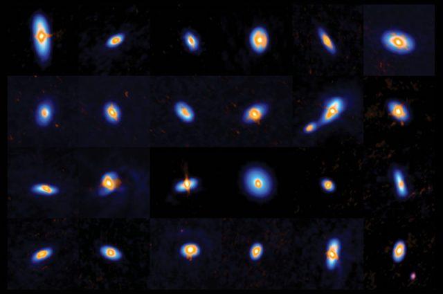 300 protobintang dan piringan protoplanet yang dilihat ALMA dan VLA. ALMA melihat struktur piringan terluar (biru) sementara VLA melihat piringan bagian dalam dan inti. Kredit: ALMA (ESO/NAOJ/NRAO), J. Tobin; NRAO/AUI/NSF, S. Dagnello