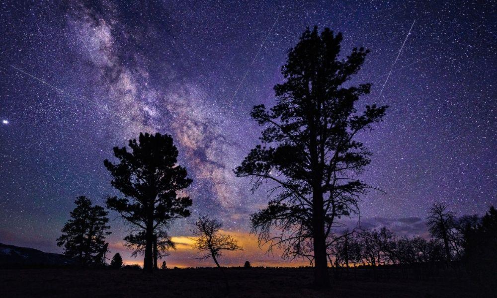 Hujan meteor Lyrid. Kredit: Adventure_photo/Canva Pro