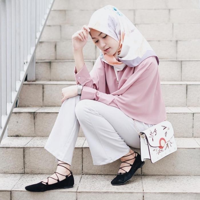 baju setelan celana hijab dengan celana putih