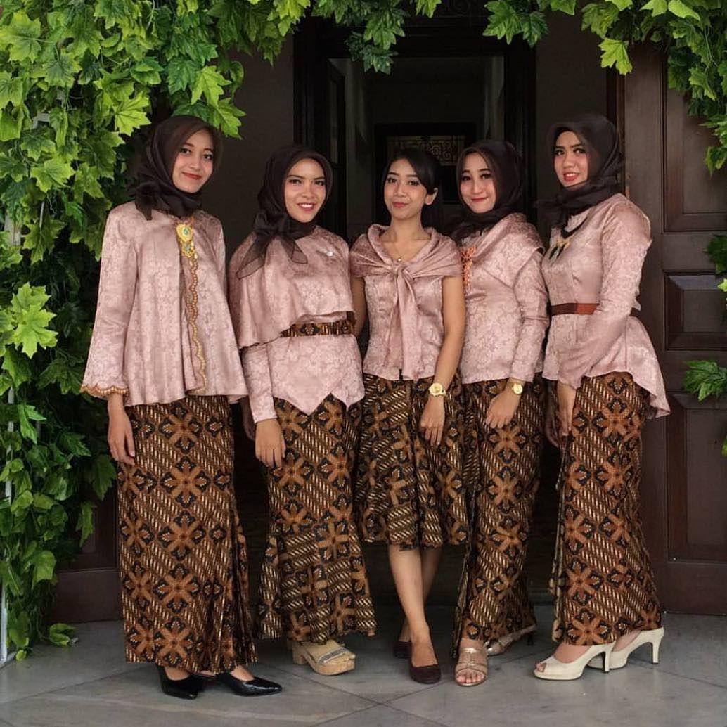 Blus velvet rok batik