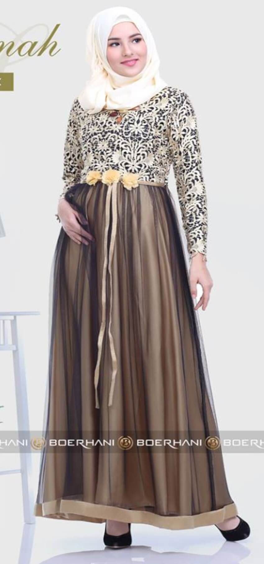 Dress cokelat dengan brokat kuning muda
