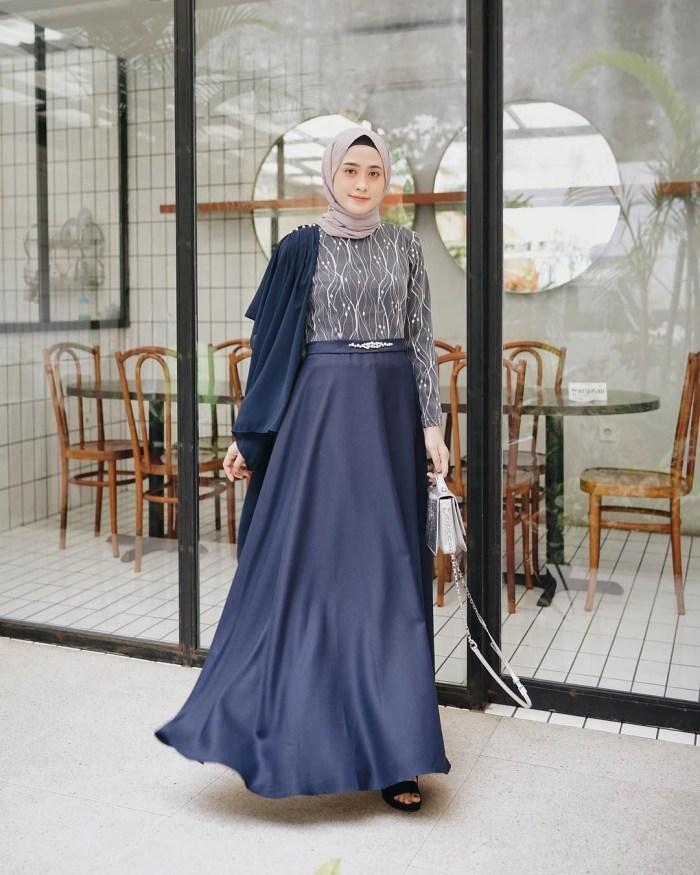 Dress dark blue untuk kondangan