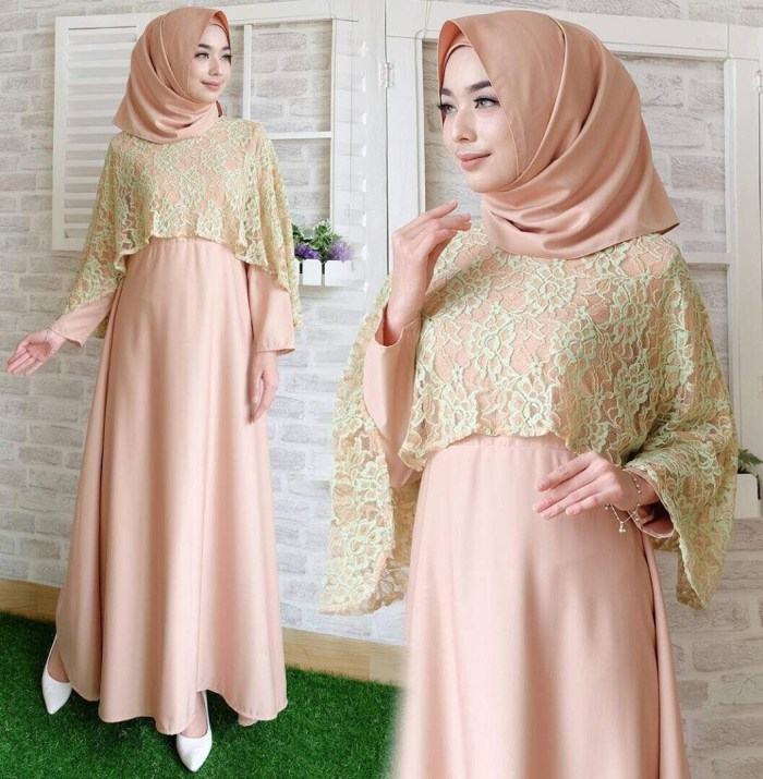 Dress dengan kombinasi brokat warna peach