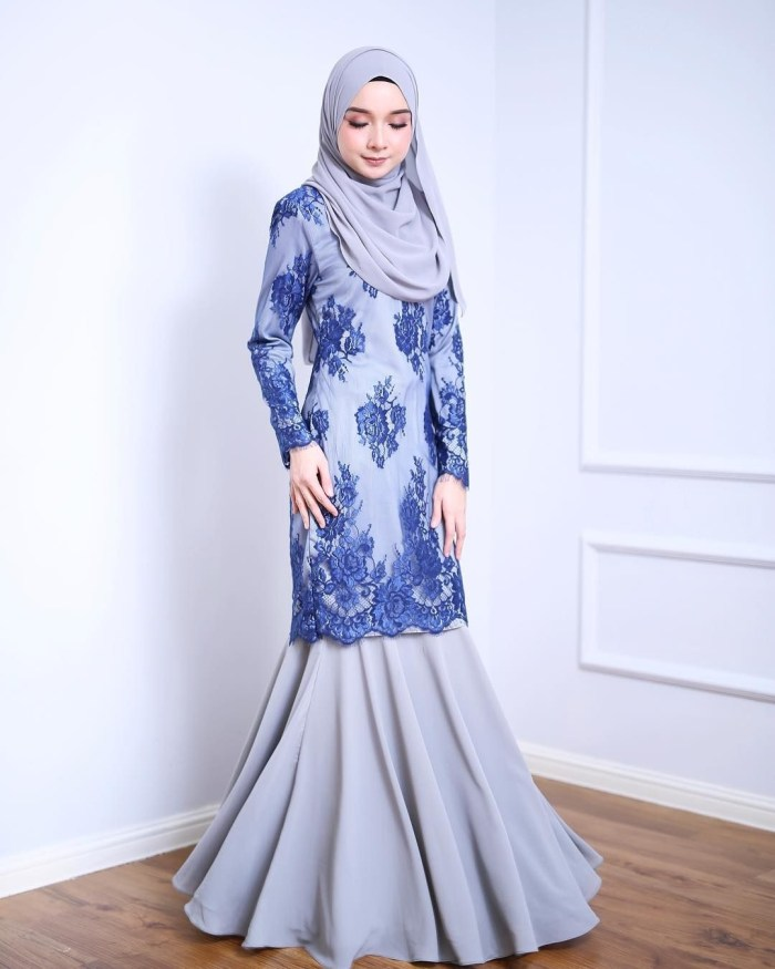 Dress kombinasi satin dan brokat warna biru
