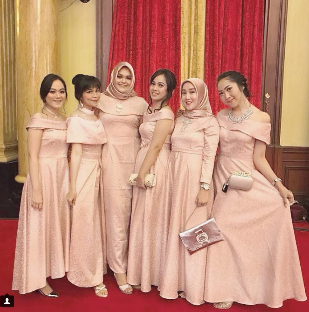 Dress peach untuk bridesmaid