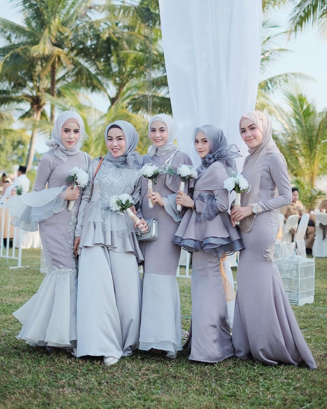 Dress perpaduan warna ungu dan abu abu untuk bridesmaid