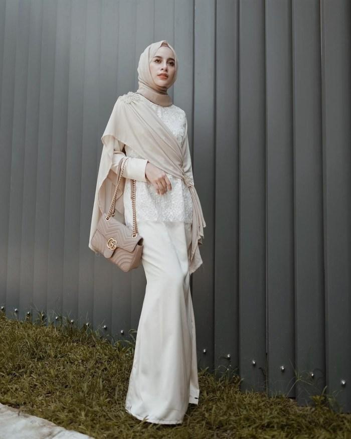 Dress pesta warna putih