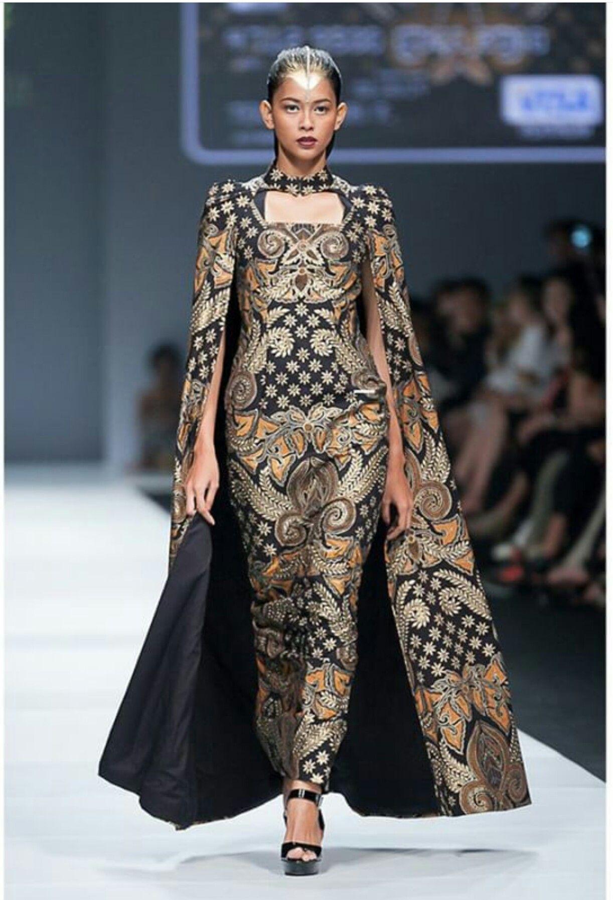 Gaun batik fashion show