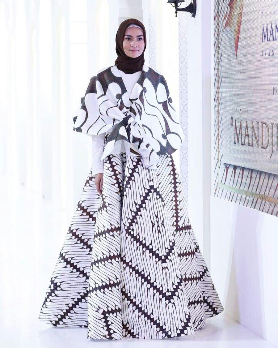 Gaun kombinasi batik