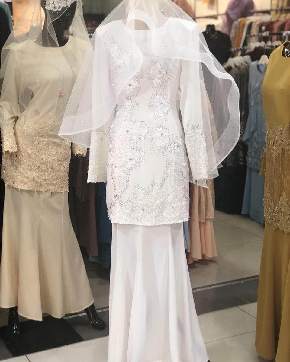Gaun simple putih