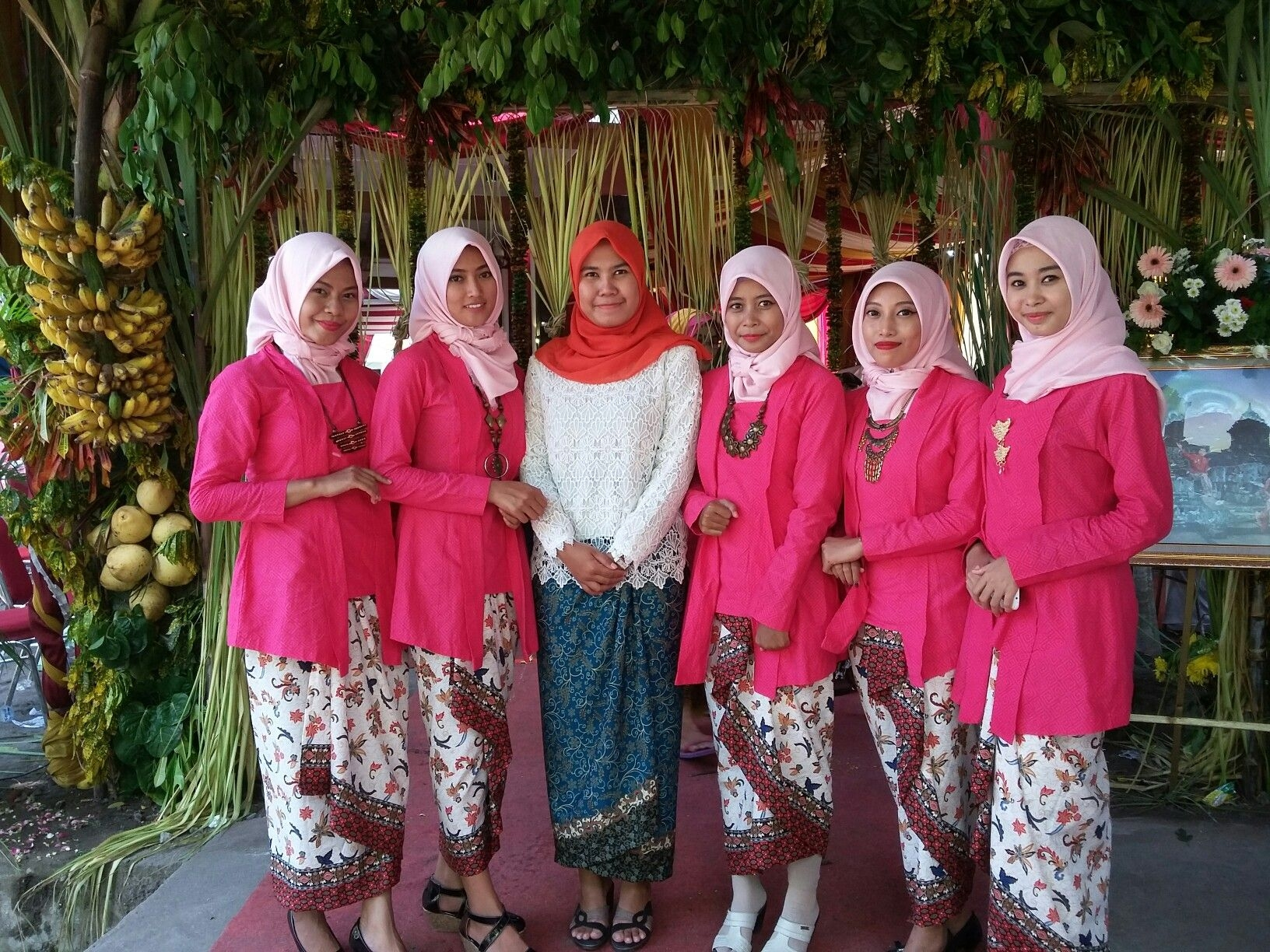 Kebaya kutu baru hijab untuk bridesmaid