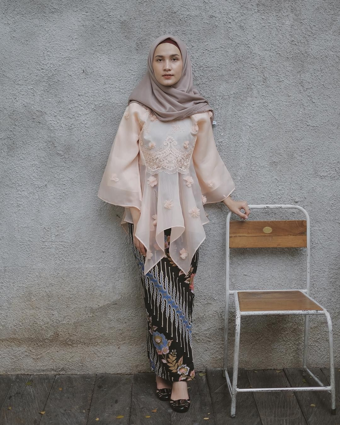 kebaya wisuda modern hijab dengan organza