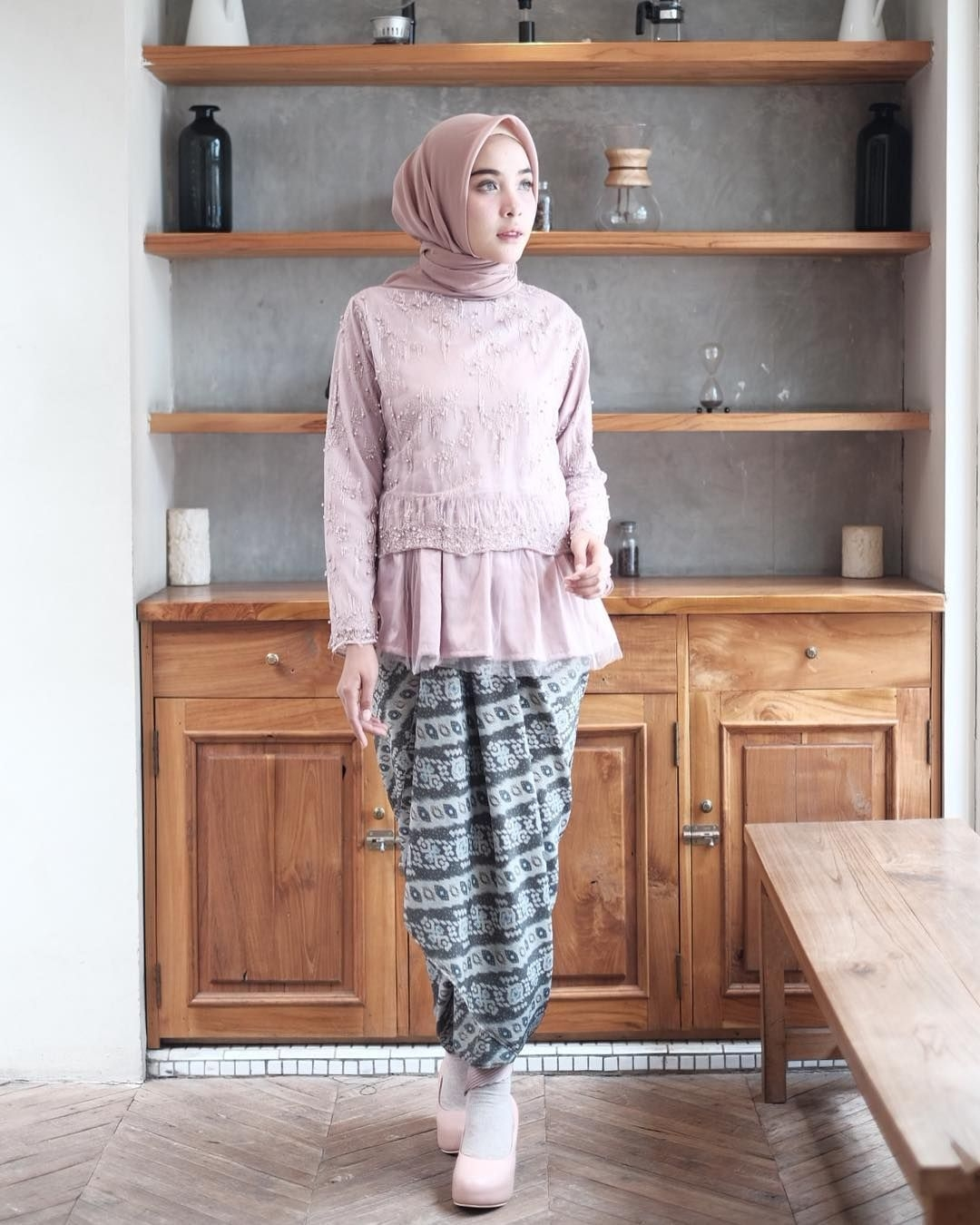 kebaya wisuda modern hijab yang terlihat manis