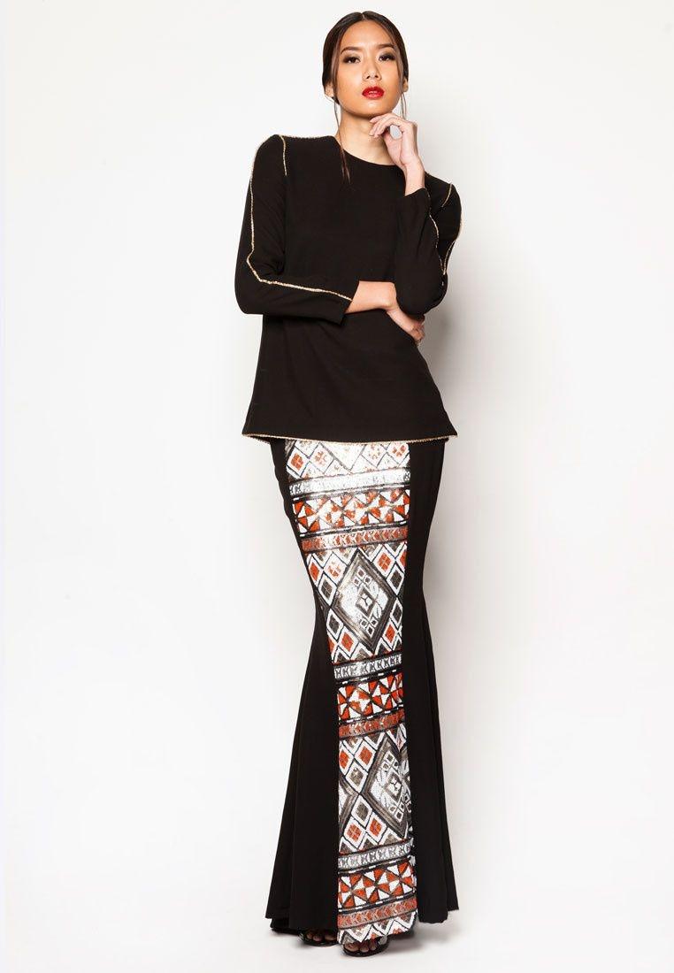 Outfit kondangan dengan songket