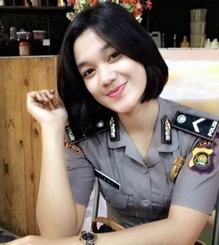 Pendek Model Polisi