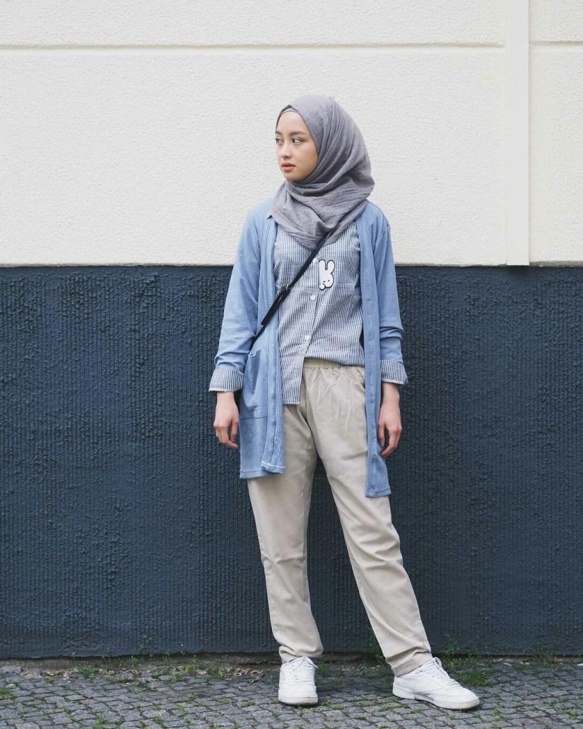Style baju hijab simple dengan gaya sporty
