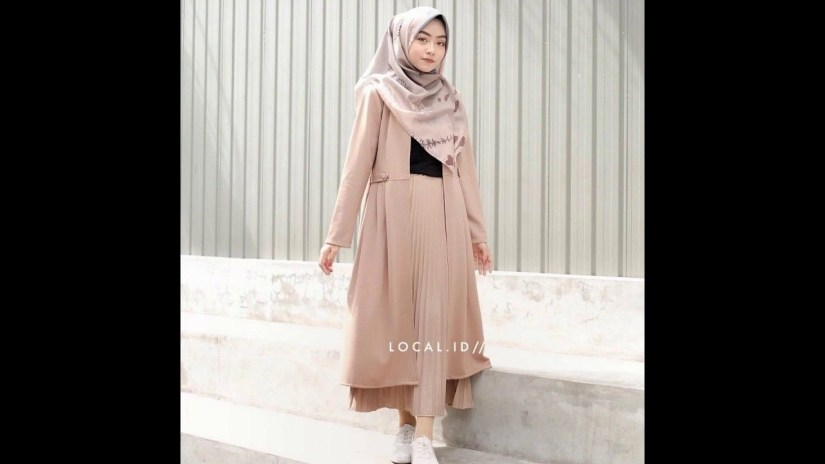 Style baju hijab simple dengan rok plisket