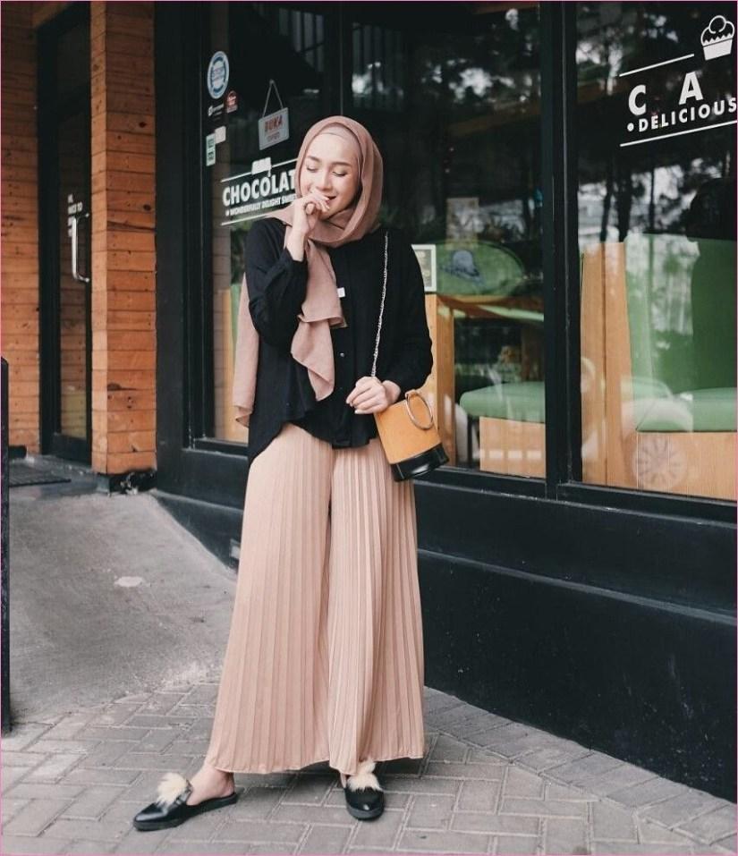 Style baju hijab simple dengan warna coklat