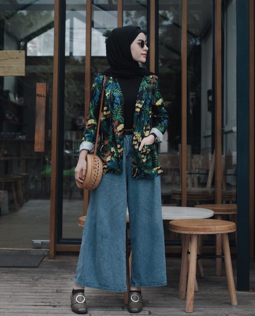 Style baju hijab simple untuk liburan