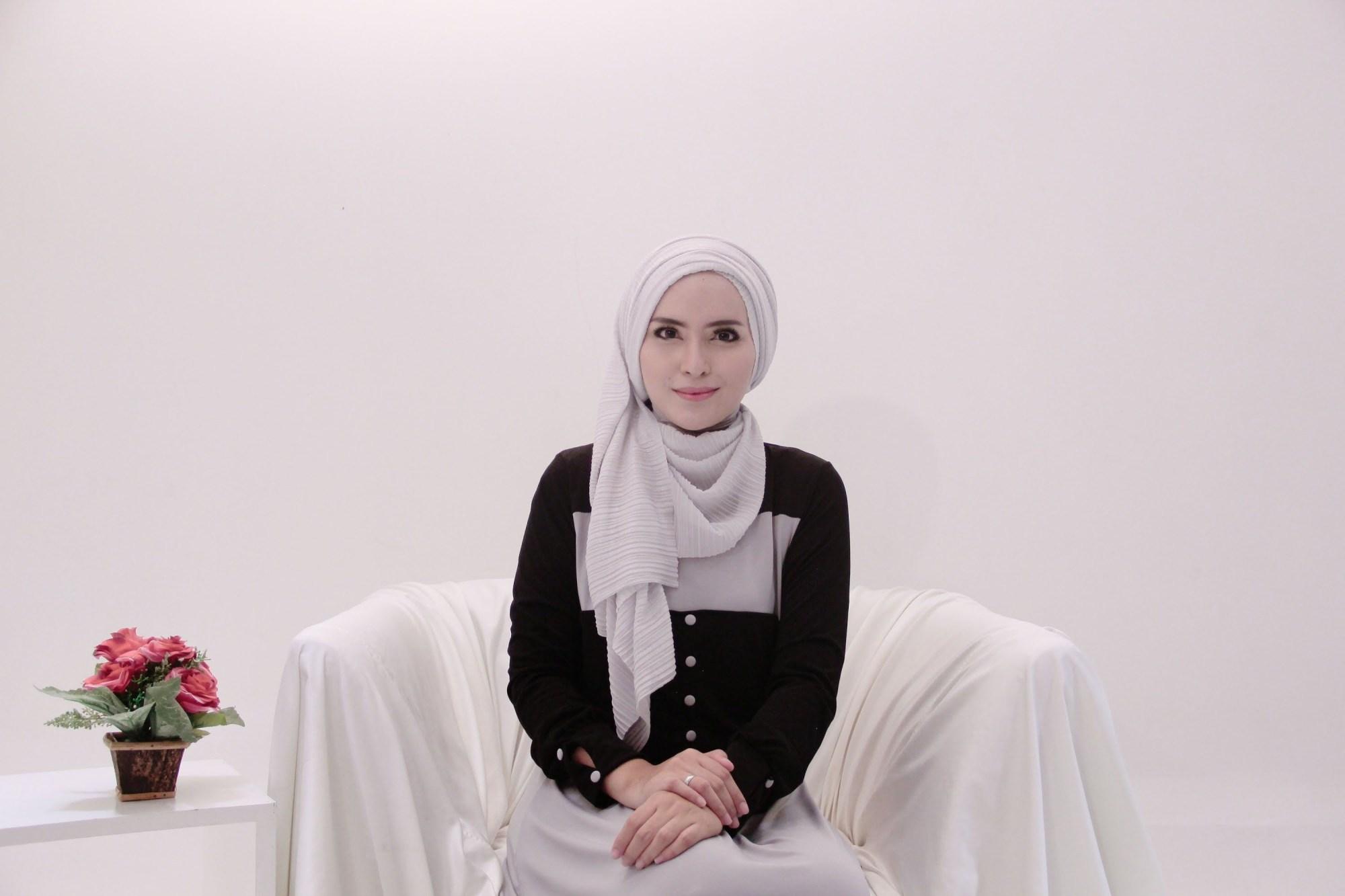 tutorial hijab pashmina satin agar terlihat menawan
