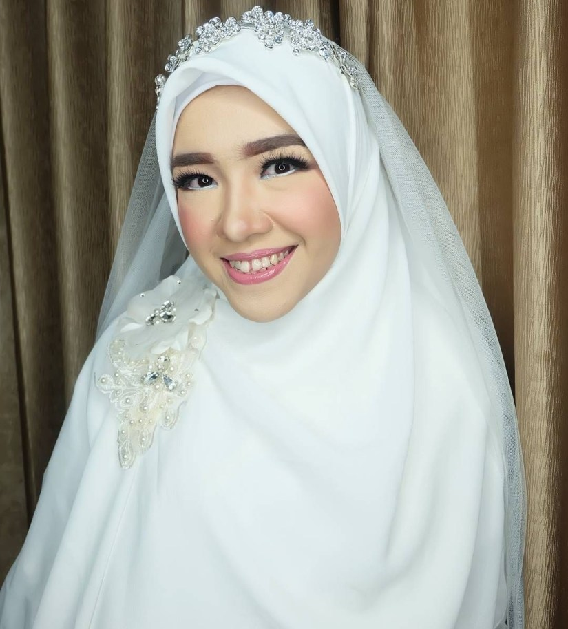Tutorial make up natural hijab untuk acara pernikahan yang syar'i