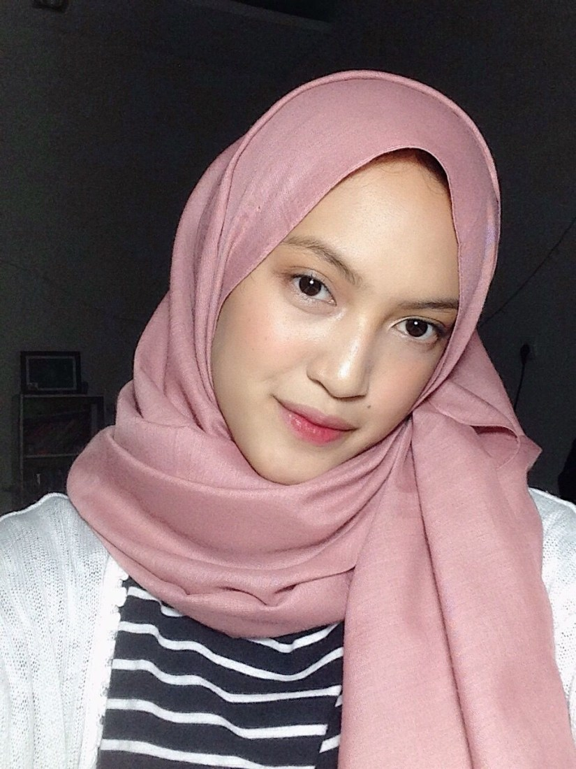 Tutorial make up natural hijab untuk ke kampus