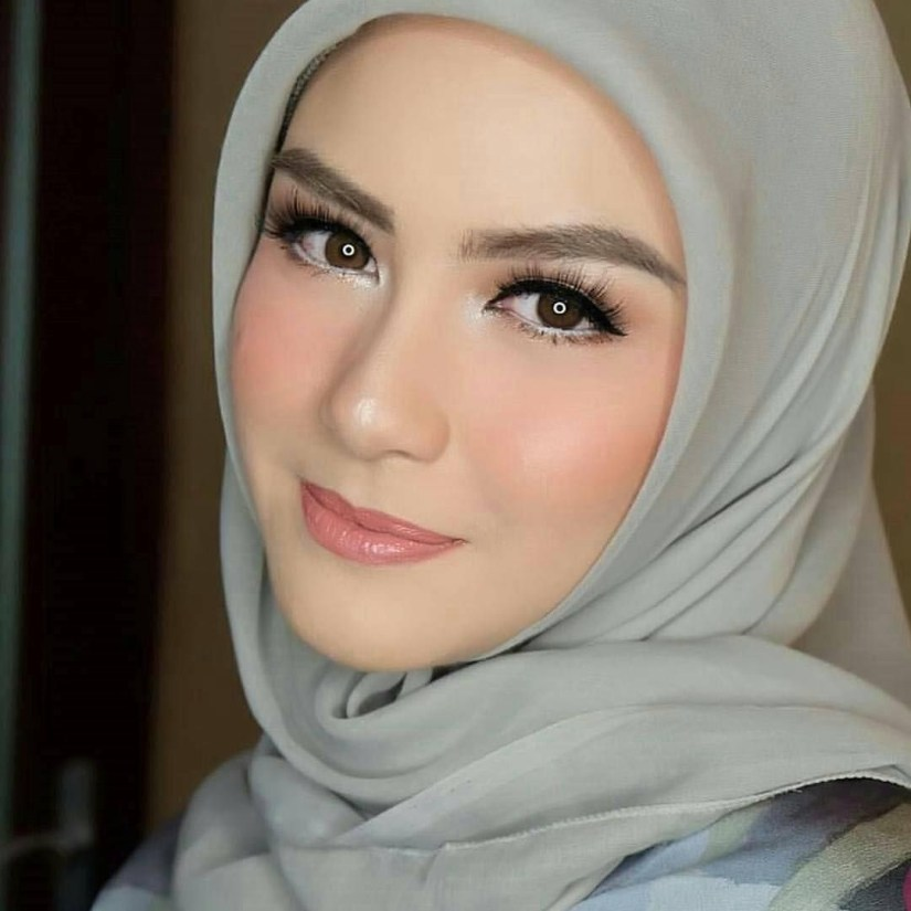 Tutorial make up natural hijab yang simple