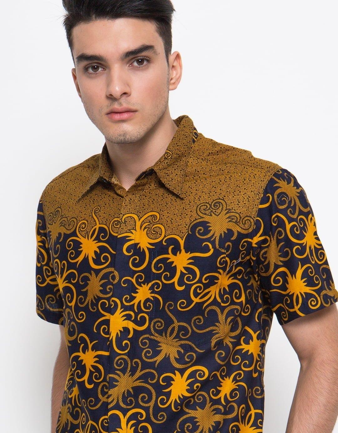 ide model baju batik pria yang paling keren pada fashion