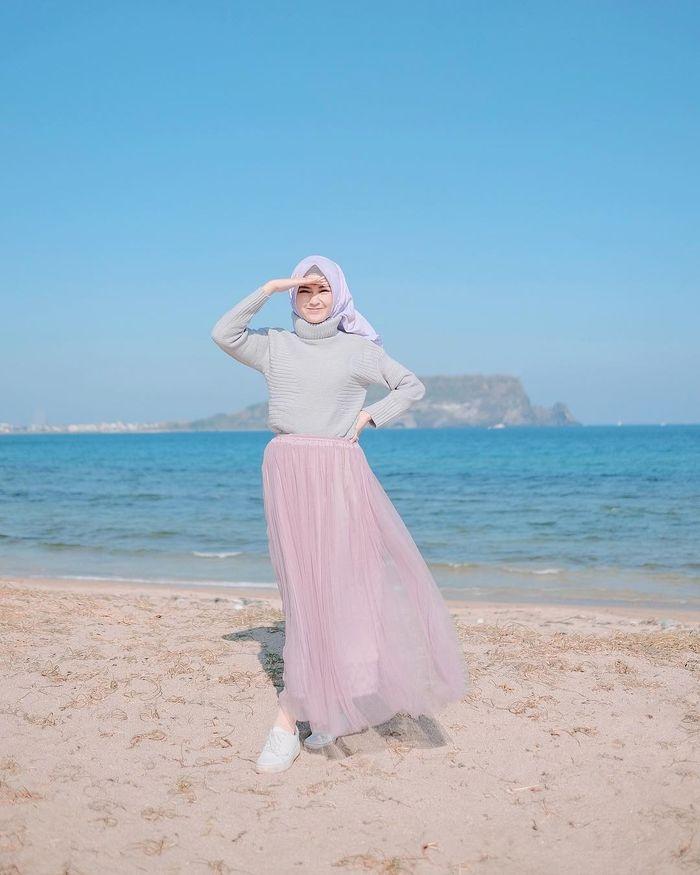 5 inspirasi fashion hijab casual style dengan rok kekinian