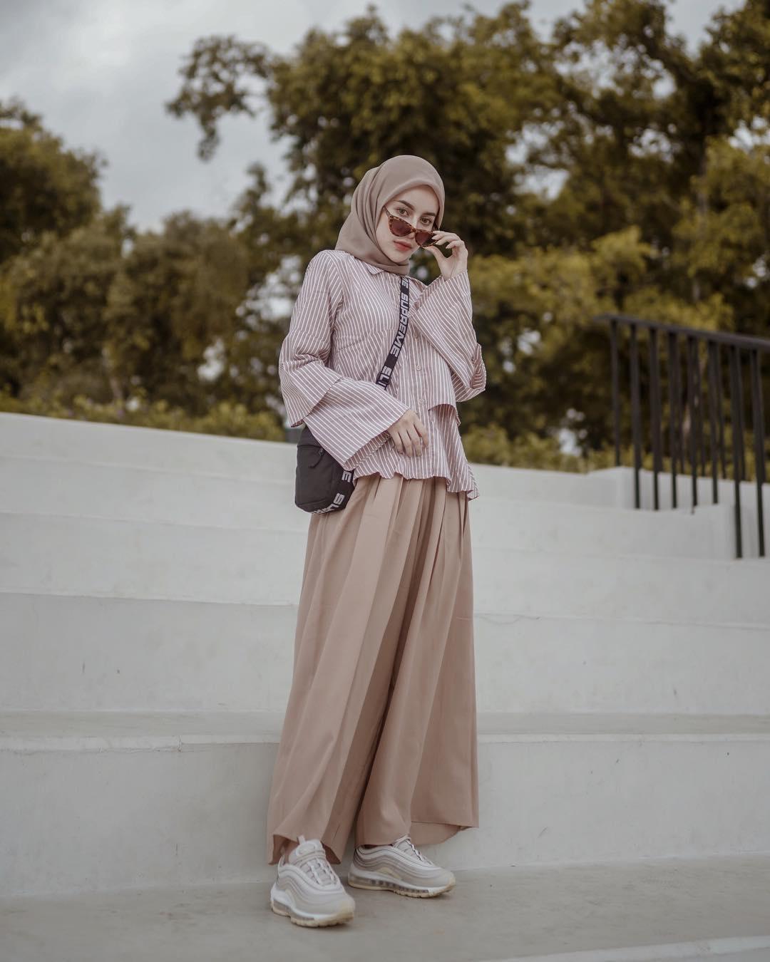7 inspirasi ootd hijab simpel untuk pergi ke kampus go