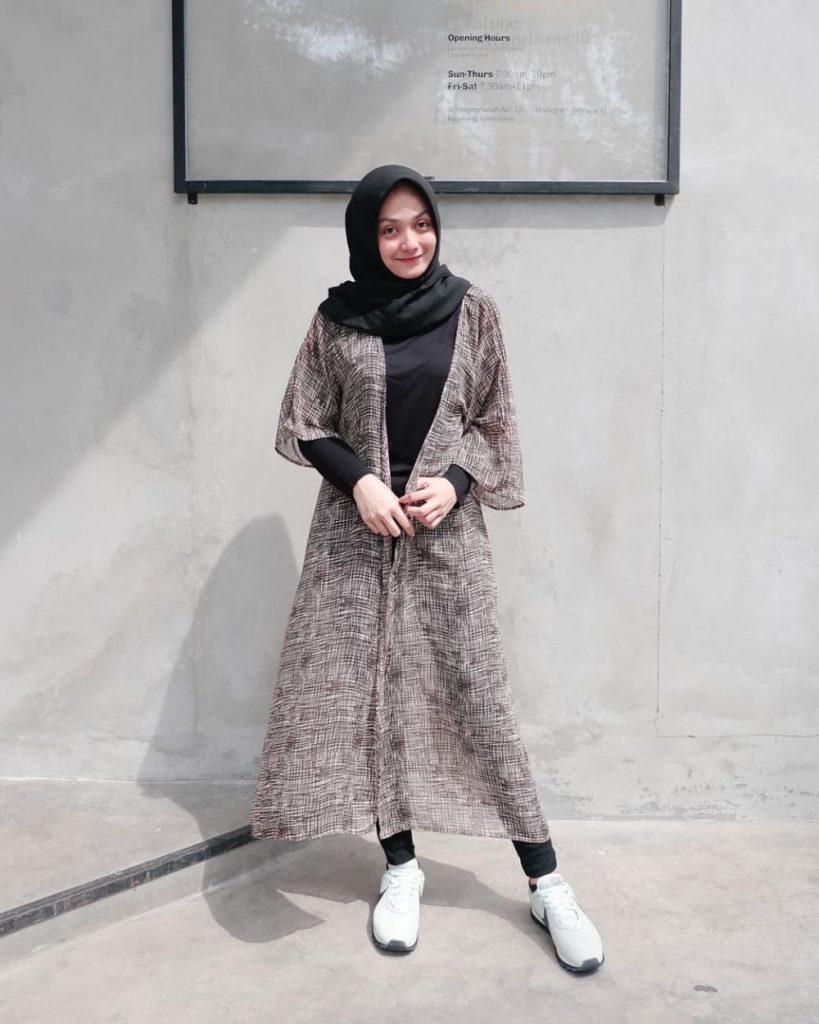 ide ootd hijab dengan outer kece banget salim soraya