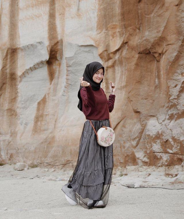 ootd hijab rok tutu warna hitam