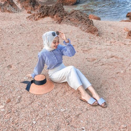 ootd ideal untuk di pantai ala selebgram hijab desiana