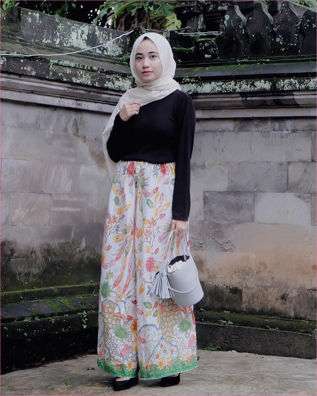 ootd kulot hitam hijab remaja jilbab gucci