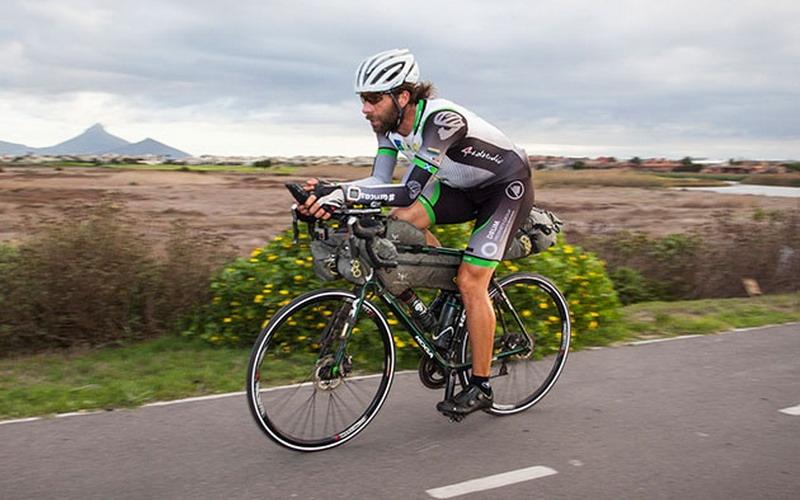 kelilingi dunia pakai sepeda pria skotlandia ini patut