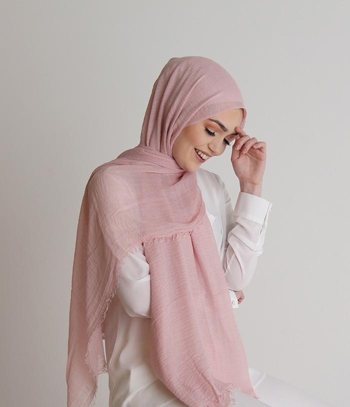 pastel pink crinkle hijab ben harad modest fashion