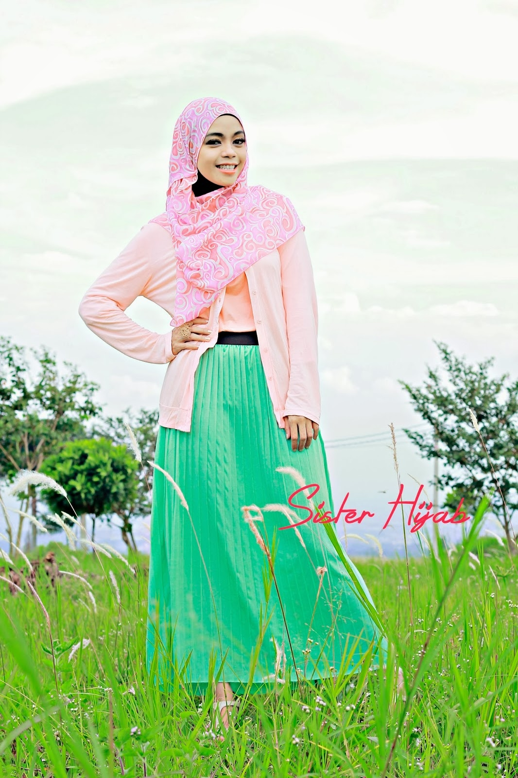 sister hijab style inspirations playfull with pastel